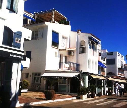 Sitges, Port de Aiguadolçe, Port de Sitges, Puerto, Pueblo pescadores, apartamentos, cataluña, costa brava, cadaques, pueblo costero, mercy guzmán, The Visual Corner