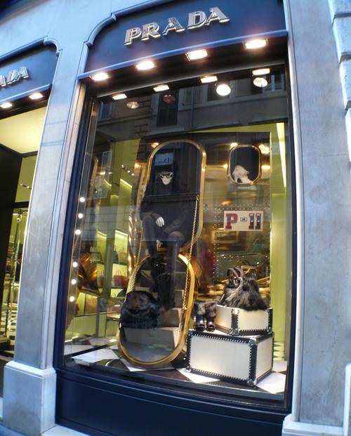 Roma, escaparates, the visual corner, mercy guzmán, fendi, dior, prada, gucci, luis vuitton, valentino, stella mcarty, miu miu, gente, iluminacion comecial, visual merchandising, tiendas, stores, fashion, designers rome, rome